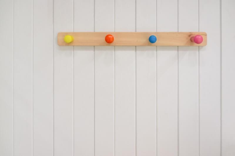 Ganchos de parede   8 dicas para otimizar a área de serviço   Decoração   Blog da Tenda