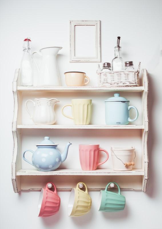 Cantinho de canecas para cozinha com estilo de decoração romântica   Blog da Tenda