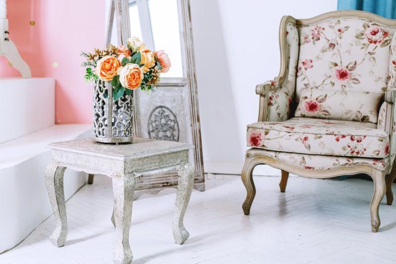Poltrona vintage com estofamento florido   Blog da Tenda