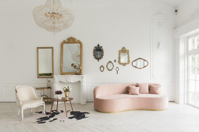 Sala de estar com decoração estilo romântico e espelhos vintage   Blog da Tenda